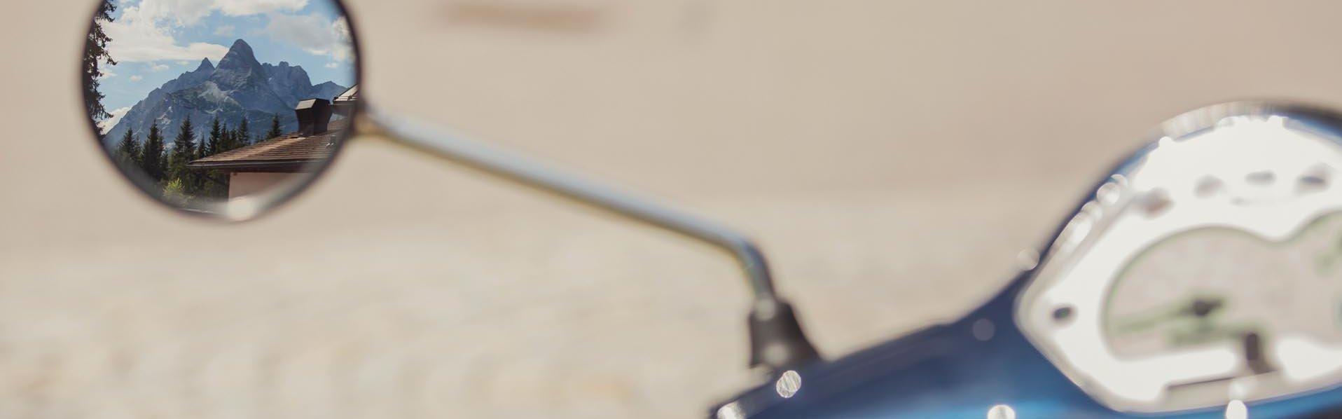 Blick auf Tacho einer Vespa