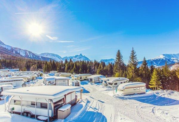 Verschneiter Campingplatz