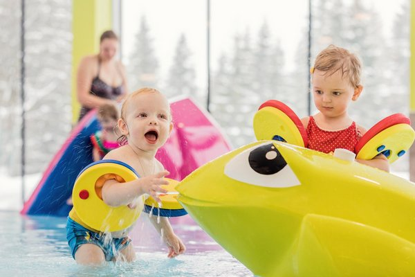 Babies im Pool