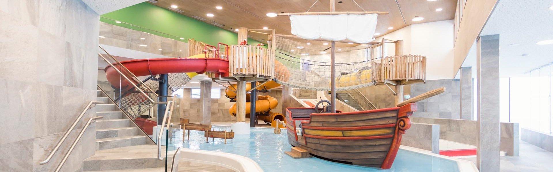 Kinderwasserwelt mit Rutschen
