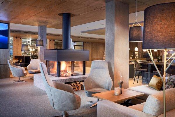 Loungebereich mit Kamin